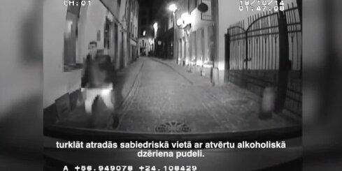 Agresīvs jaunietis ar 'spaisu' kabatā uzbrūk policistiem