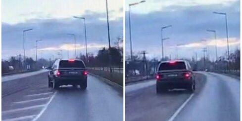 Liepājā 'BMW X5' saslīd uz līdzenas vietas