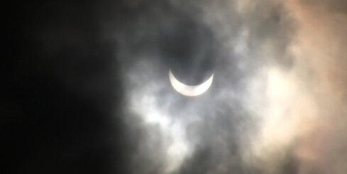 Saules aptumsums un tā vērotāji