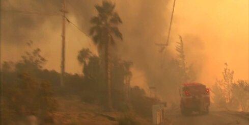 Kaliforniju pārņem postoši ugunsgrēki