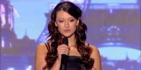 Franču dziedātāja dzied 'death metal' stilā