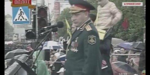 'Doņeckas Tautas republikas' līderis viegli šūpojas militārās parādes laikā