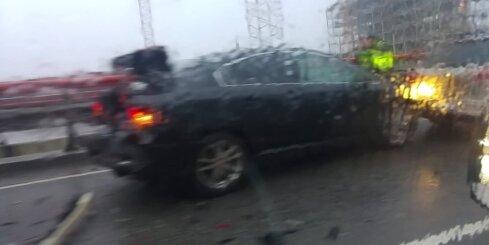 Uz Dienvidu tilta avarē četri auto