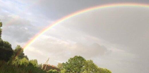 Video: Krāšņa pilna loka varavīksne Siguldas novadā