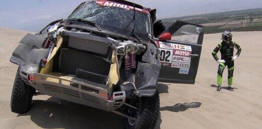 Nani Roma izstājas no Dakaras rallija pēc avārijā gūtas galvas traumas