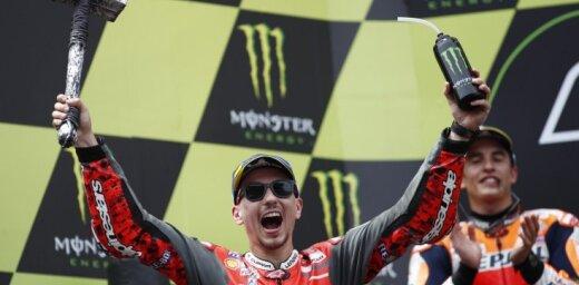 Lorenso uzvar otrajā 'MotoGP' posmā pēc kārtas