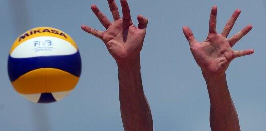 Aicina skolēnus pieteikties bezmaksas pludmales volejbola treniņiem vasarā