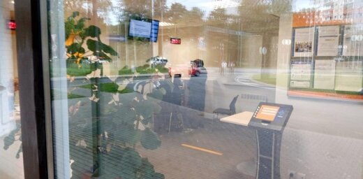 Читатель: Rīgas satiksme заставляет людей стоять на улице, хотя в центре обслуживания клиентов пусто