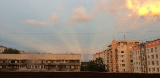 ФОТО, ВИДЕО: В среду жители Латвии любовались сказочно красивым закатом