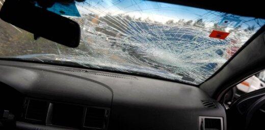 В аварии на Саркандаугаве пострадали два водителя, еще один скрылся