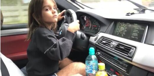 Video: Rumānijā maza meitenīte strauji paātrinās ar tēva 'BMW M5'