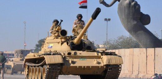Foto: Bagdadē ar armijas parādi svin uzvaru pār 'Daesh'