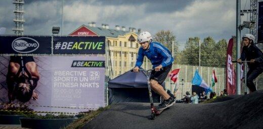 Foto: 'Ripo Rīga' dalībnieki veic Latvijas simtgades kilometrāžu