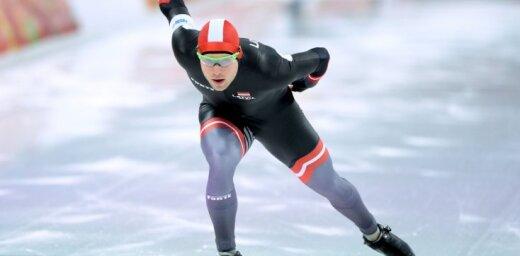 Ātrslidotājs Silovs izcīna septīto vietu 1500 metros pēdējās olimpiskajās atlases sacensībās