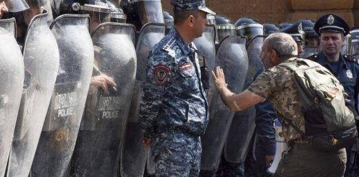 Armēnijas policija noliedz opozīcijas līdera aizturēšanu