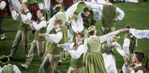 Foto: Arī Lietuvā izskanējuši simtgades Dziesmu un deju svētki