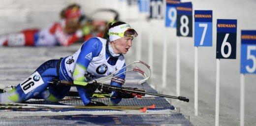 Domračova uzvar PK sprintā Kontiolahti, Bendika finišē sestajā desmitā