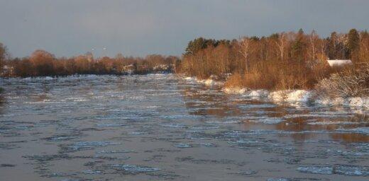 Vižņu izkustēšanās dēļ Daugavas ūdens līmenis pie Jēkabpils sācis pazemināties, pie Zeļķiem – paaugstināties
