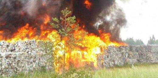 Likumsargi lūdz netuvoties ugunsgrēkam Jūrmalā; mudina aizvērt logus