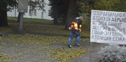 ФОТО: В Эстонии протестующий против властей мужчина пытался совершить самосожжение