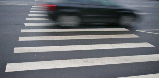 Liepājā autovadītājs notriec bērnu un aizlaižas