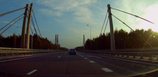 Video: Busiņa vadītāju satiksmes noteikumi nemaz nekavē