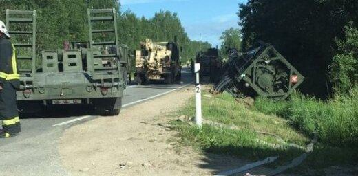 На Даугавпилсском шоссе перевернулась цистерна армии США