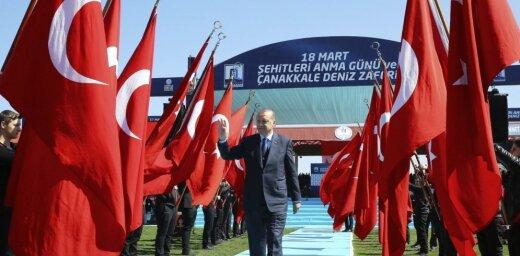 """Эрдоган призвал турок ответить """"жестокой фашистской"""" Европе"""