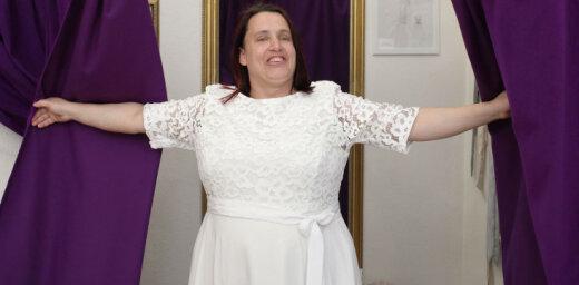 Sapņi piepildās: sociālā šova zvaigzne Inese izvēlas kāzu kleitu
