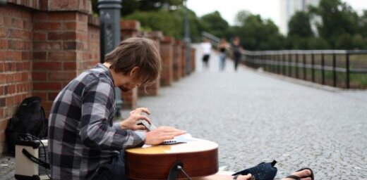 Ģitārists Reinis Jaunais izdod albumu 'Music and Travel Stories'