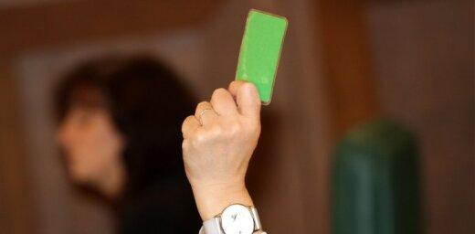 Сейм передал комиссиям поправки к Конституции об избрании президента открытым голосованием