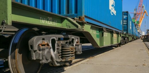 Dzelzceļa kravu pārvadājumu apmērs pirmajā ceturksnī Latvijā samazinājies par 15,4%