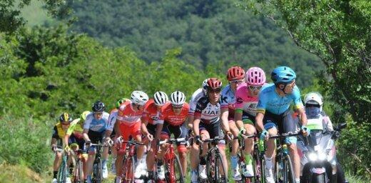 Neilands piedalās atrāvienā 'Giro d'Italia' posmā; uzvara slovēnim Mohoričam