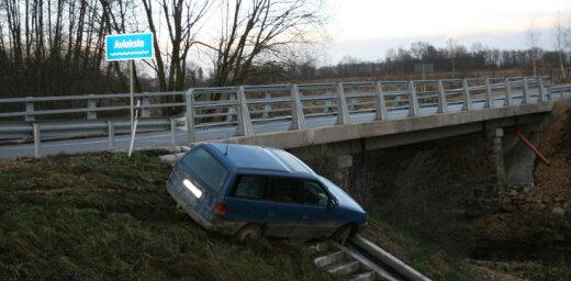 Meistarīga parkošanās pie tilta pār Aviekstes upi