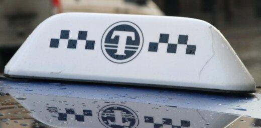 Taksistiem oficiāli uzrāda tikai vienu darba nedēļu mēnesī, izpētījis raidījums