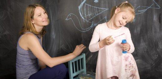 Зарплаты учителям повысили до 710 евро, но если оценки плохие— денег не дадут
