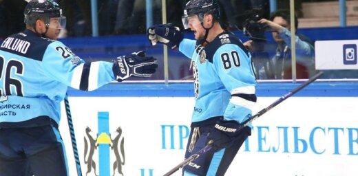 'Sibirj' hokejisti pēdējā KHL spēlē pirms pārtraukuma uzvar 'Slovan' vienību