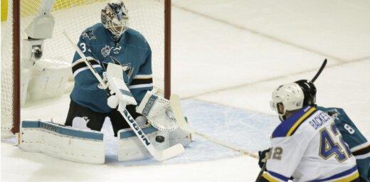 'Sharks' NHL Rietumu konferences finālā vēlreiz 'sausā' pārspēj 'Blues'