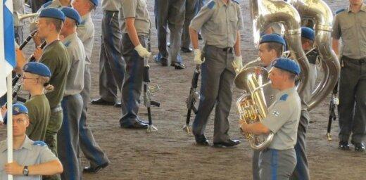 Foto: Haminā izsēžas somu armijas 'muzikālais desants'