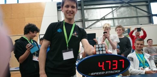 20 gadus vecais Zemdegs uzstāda jaunu Rubika kuba pasaules rekordu