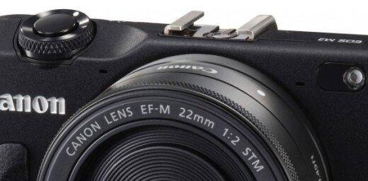 'Canon' jaunā maināmo objektīvu bezspoguļa fotokamera 'EOS M2'