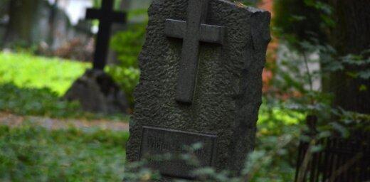 За приставания к посетителям Яунциемского кладбища задержан мужчина