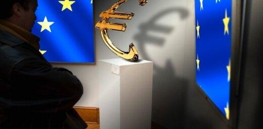 """ЕК: Шведские банки """"выкачивают"""" деньги из Латвии"""