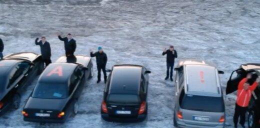 Video: Latvijas 'Mercedes' auto īpašnieku sveiciens 8. martā