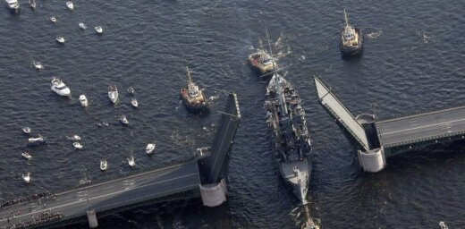 """Крейсер """"Аврора"""" уплыл на ремонт — впечатляющие аэрофотографии"""