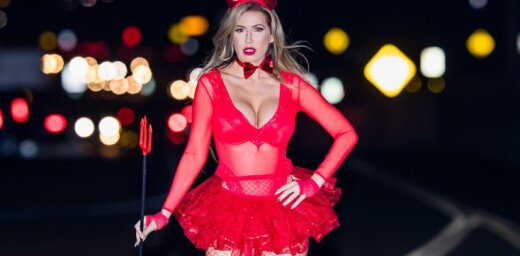Sātans sarkanā: 'Playboy' modele draiskā fotosesijā