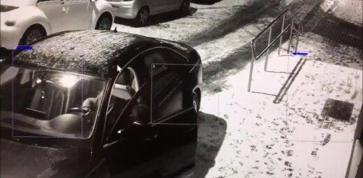 Video: Viļņā dzērājšoferis aizmieg pie stūres; policisti viņu pamodina