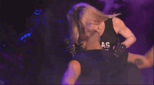 Madonnas skūpsts tāds divdomīgs...