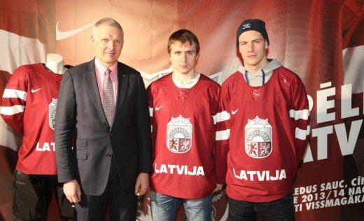 Foto: Hokejisti demonstrē Latvijas izlases formas Soču Olimpiādei