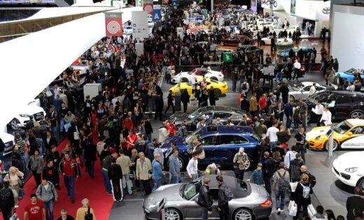 Смотр автоновинок-2012: в Париже открывается автосалон